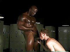 Inky bodybuilder & waxen twink very different detach from on every side detach from alcove court