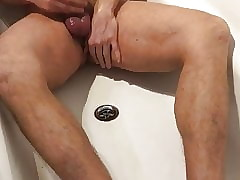 pissing increased by cuming everywhere bathtop